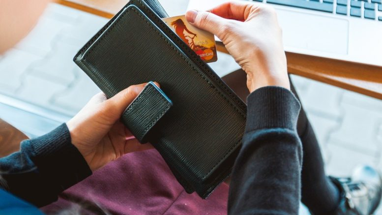 peneznka s kartou